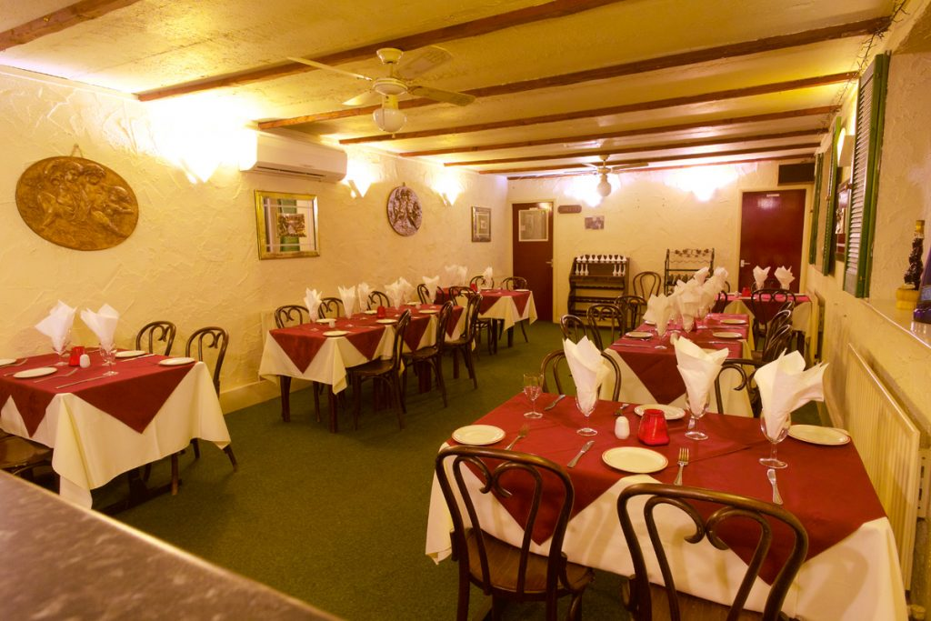 valentinos italian restaurant oldham upstairs room
